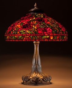 Tiffany OFF! Tiffany Studios Leaded Glass and Bronze Peony Table lamp. Stained Glass Light, Tiffany Stained Glass, Antique Lamps, Vintage Lamps, Victorian Lamps, Lampe Art Deco, Leaded Glass, Lampshades, Lamp Light