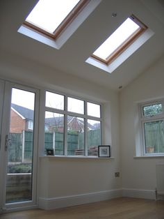 Kitchen Extension Roof - Velux Windows Dreaming of thise! Kitchen Diner Extension, Open Plan Kitchen Diner, Open Plan Kitchen Living Room, Kitchen Family Rooms, Dining Room, Extension Veranda, House Extension Design, House Design, Extension Ideas