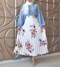 pleated floral skirt-Summer hijab fashion for teens – Just Trendy Girls - Prom Dresses Design Islamic Fashion, Muslim Fashion, Modest Fashion, Skirt Fashion, Teen Fashion, Fashion Outfits, Hijab Fashion Summer, Fashion 2020, Dresses For Teens