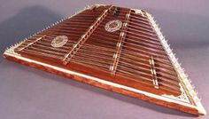 learn to play the hammered dulcimer Celtic Instruments, Old Musical Instruments, Kinds Of Dance, Kinds Of Music, Dulcimer Instrument, Jerry Reed, Hammered Dulcimer, Clannad, Harp