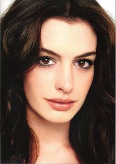 Light makeup routine for brunettes with pale skin = eyebrows, foundation and concealer, eye makeup, and blush and lip colors. Anne Hathaway, Anne Jacqueline Hathaway, Michelle Dockery, Christina Ricci, Festival Make Up, Brunette Makeup, Brunette Hair, Sandra Bullock, Pale Skin