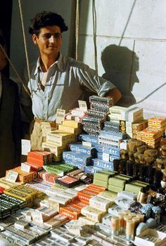 Maynard Owen Williams, 1949, Αθήνα, πωλητής αμερικανικών και άλλων προϊόντων.