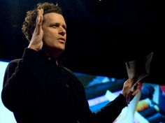 Where does Isaac Mizrahi get ideas? From pretty much everywhere. Mizrahi shares how his creative process heeds him to pay attention to tarot card readers and to the unique coloration of film, as well as to hop out of cabs and follow people who strike him as interesting on the streets of New York City.