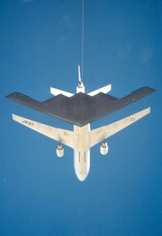 B2 refueling mid air. Awesome