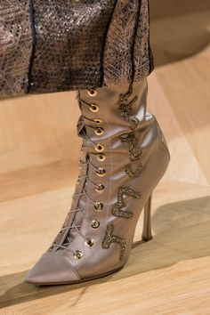 Mendel at Couture Fall 2016 - Details Runway Photos Shoes 2016, Sexy Boots, Fall 2016, Fashion Details, World Of Fashion, Designer Shoes, Fashion Accessories, Runway, Shoe Bag