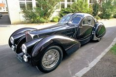 Bugatti 57 Atlantic, Love the lines on this car.