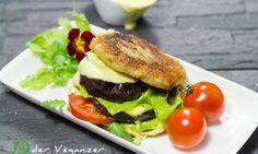 Kartoffel-Auberginen-Burger mit Avocado-Mandel-Mayo