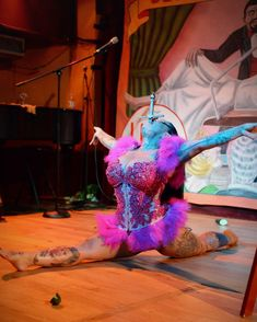 Gigi DeLuxe Sword Swallower doing the Splits _New Orleans