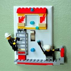 Idée sympa pour déco chambre - Anything Goes - Light switch plate with Legos. Not my style but creative none the less.