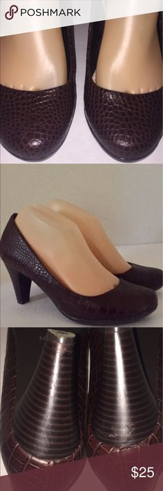 Vintage croc Giani Bernini pumps Giani Bernini, vintage brown pumps, versatile shoe that would look great with a variety of things. Without compromising your comfort. Giani Bernini Shoes Heels