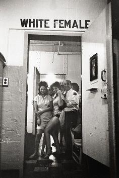 Nel reparto di carcere femminile per le bianche, New Orleans 1963