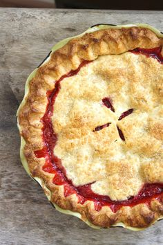 Juicy Raspberry Pie Recipe -This pie is packed with jammy raspberry flavor and looks stunning. Have some fun with the top pie pastry and punch out star shapes for a festive… Just Desserts, Delicious Desserts, Dessert Recipes, Yummy Food, Pie Dessert, Deep Dish, Dessert Aux Fruits, Baked Strawberries, Raspberries