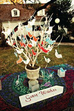Äste, Baum o.ä. mit Vögeln, Schmetterlingen, Herzen etc. auf die jeder Gast seine Wünsche schreibt bzw. die Blankofigur gestaltet...