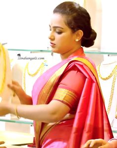 Beautiful Girl Indian, Most Beautiful Indian Actress, Most Beautiful Women, Indian Actress Photos, Indian Actresses, Nithya Menen, Desi Bride, Indian Beauty Saree, Saree Styles