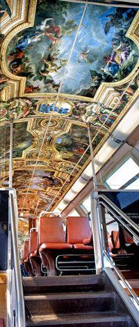 Des trains aux couleurs du château de Versailles - Decoration in some trains from Paris to Versailles.