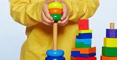 """o brinquedo que mais fomenta o interesse pela ciência nas crianças são os blocos de madeira. Segundo o coordenador do estudo, Jeffrey Trawick-Smith, """"as construções fomentam a capacidade de resolver problemas e o pensamento matemático"""", sublinhando que aquilo que faz que um brinquedo promova de modo eficaz as habilidades científicas são a simplicidade e o facto de não ter apenas uma utilidade, """"o que permite à criança experimentar e explorar""""."""