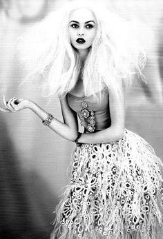 Christopher Niquet / Lula Spring/Summer 2012 This is so pretty. World Of Fashion, Fashion Art, Editorial Fashion, Fashion Models, High Fashion, Fashion Beauty, Fashion Images, Fashion Studio, Steam Punk