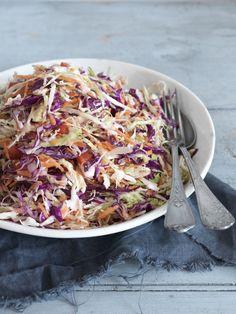 Quick And Healthy coleslaw recipe vinegar spicy made just for you! Healthy Coleslaw Recipes, Low Carb Coleslaw, Best Coleslaw Recipe, Creamy Coleslaw, Healthy Salads, Vinegar Based Coleslaw Recipe, Vinegar Coleslaw, Cabbage Salad Recipes, Cabbage Slaw