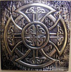 Artwork produced in metal embossing technique with theme in Celtic art. The work was performed on aluminum-sized Celtic Tree, Irish Celtic, Celtic Mandala, Celtic Crosses, Vikings, Celtic Patterns, Celtic Designs, Images Viking, Celtic Shield