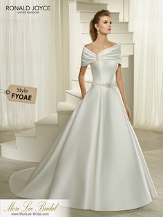 Ronald Joyce offers bridal dresses & wedding gowns with perfectly structured bodices. We craft dresses using couture techniques & quality fabrics. Princess Wedding Dresses, Modest Wedding Dresses, Elegant Wedding Dress, Designer Wedding Dresses, Bridal Dresses, Wedding Gowns, Tulle Wedding, Trendy Wedding, Wedding Shoes