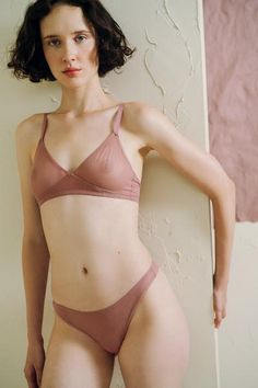 Canova Bralette in Rose Dust by The Great Eros. Soft cup bra in our signature Italian double layer mesh provides second-skin comfort for everyday wear, while its sheerness easily adapts for more intimate evenings. The ergonomic seamless cups provide the perfect shape and no bulky lines under your favorite tee. Pair it with the Canova Thong, Seamless Tenga or 90s Hi Waist. Content + Care  82% Nylon, 18% Elastane Hand wash, Hang dry Made inItaly  Size + Fit  True to size, model wearing a…