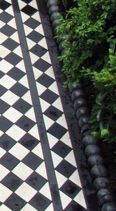 65 Super Ideas For Exterior House Stone Small Cottages Victorian Terrace, Victorian Homes, Victorian Front Garden, Front Path, Front Gardens, Black And White Tiles, Black White, Outdoor Tiles, Garden Paths