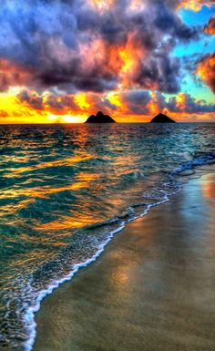 Sunrise in Lanikai Beach, Oahu, Hawaii. Oahu-- one of my favorite places. Beautiful Sunset, Beautiful Beaches, Beautiful World, Simply Beautiful, Amazing Nature, Amazing Sunsets, Belle Photo, Beautiful Landscapes, Wonders Of The World
