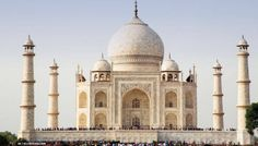 The Dominant Principle of Design in this photograph is Balance. This is a symmetrical balance where the weight is evenly distributed. Thus it provides stability and structure to the design. In this photograph the Taj Mahal is against a clear and bright sky hence bringing it out and making the monument more magnificent.