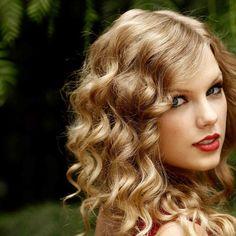 Her saçın şekline has kesimler vardır. Kıvırcık saçları düzleştirmeye çalışan düz saçı kıvırcık yapa
