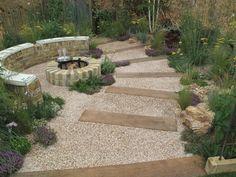 camino de jardín con escaleras
