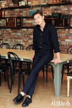 Korean Star, Korean Men, Asian Men, Asian Guys, Park Hyung Sik, Asian Actors, Korean Actors, Baek Jin Hee, Park Seo Joon