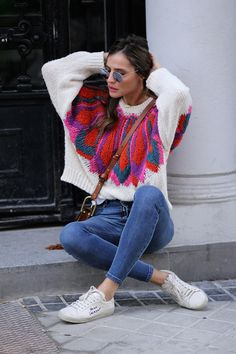 Colorful & cool sweater looks - Lady Addict Knit Fashion, 80s Fashion, Sweater Fashion, Sweater Outfits, Casual Outfits, Cute Outfits, Fashion Outfits, Cool Sweaters, Beautiful Outfits