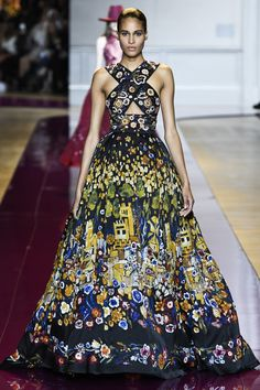 See the complete Zuhair Murad Fall 2016 Couture collection.