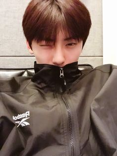 "[Fancafe] 180525 Wanna One Hwang Minhyun update at fancafe He said ""winkeu *insert wink emoticon*"""