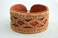 Armband från Heart of Lovikka, av Gunnel Eriksson. (Foto Heart of Lovikka) | Bracelet made from roots by Gunnel Eriksson for Heart of Lovikka