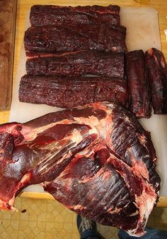 Lessons in Butchering Venison Image Smoked Venison Recipe, Venison Recipes, Deer Recipes, Wild Game Recipes, Deer Butchering, Hunts Recipe, Deer Processing, Venison Jerky, Living Room