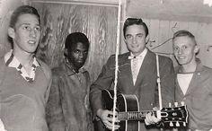 Johnny Cash  y  Blue Cats una banda local de rock n' roll de New Glasgow