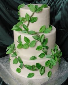 Wedding cake with vines for a garden themed wedding
