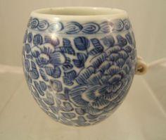 Chinese blue & white porcelain bird feeder C18/19th