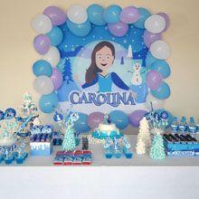 """Carolina escolheu o tema """"Frozen"""" e se transformou na personagem principal da decoração de sua festa de aniversário! A Mybabyface criou os toppers, forminhas para os docinhos, suportes dos cupcakes, o painel do cenário para deixar esta festa de acordo com o sonho da aniversariante! #mybabyface #mybabyfesta #anasigaud#festapersonalizada #decoracaodeaniversario # decoracao #festa# aniversario"""