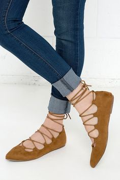 When your future goals include the Happy Trending Tan Suede Lace-Up Flats, everything is fabulous! These adorable vegan suede flats have a pointed toe, and adjustable laces that crisscross over the vamp and tie around your ankle.