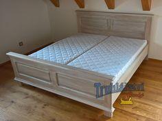 Manželská postel, dubové dřevo, nastřik bílá patina a transparentní supermatný lak.
