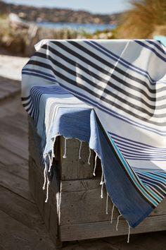 Fouta 2MX1M 100% coton www.laveritablefouta.fr Beach Accessories, Table Linens, Blankets, Ottoman, Bedding, Crochet, Towels, Voyage, Summer