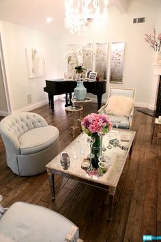 The distressed wood floors in Kyle Richards' Beverly Hills abode are made glamorous with these touches of glam from the sleek piano to the mirrored tables. - Home Decor Pin My Living Room, Home And Living, Living Room Decor, Living Spaces, Simple Living, Distressed Wood Floors, Home Interior, Interior Design, Modern Interior