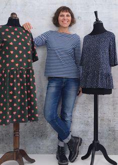 Shirt/Kleid mit leichtem U-Boot-Ausschnitt und Brustabnähern in drei Ärmellängen optionale Saumrüsche  FLOORA DRESS ist ein lässiges Shirt/Kleid, das aus weichfallenden, dehnbaren Jersey-Stoffen genäht wird und  durch formgebende Brustabnäher perfekt sitzt.  Floora Dress gibt es in den Größen 34 bis 52 und fällt den gängigen Größentabellen entsprechend aus. Baby Hut, Diy Wardrobe, Sewing Patterns, Shirt Dress, Blog, Outfits, Dresses, Fashion, Fashion Styles