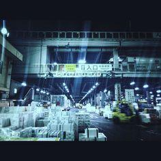 夜の築地市場 It's a night view of Tokyo fish market. #nightview #tokyobay #fishmarket #tsukiji #qx100 #築地市場 #夜の築地