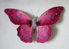 Mariposas Convertidas En Frágiles Esculturas Textiles de Yumi Okita