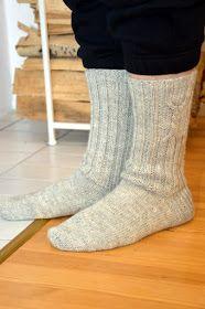 KARDEMUMMAN TALO: Niistä ne miehet tykkää Knitting Socks, Knit Socks, Fashion, Tejidos, Tricot, Stockings, Moda, Fashion Styles, Fashion Illustrations