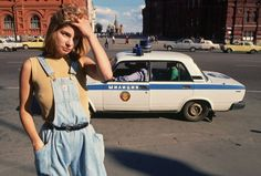 The End of the USSR These pictures were taken in by photographers George Steinmetz and Peter Turnley who visited the country at that hard time. Sweater Weather, Grunge, Girly, Moda Vintage, Soviet Union, Soviet Art, Couture, Streetwear, The Incredibles