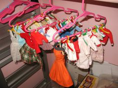 """Here is a very clever way to """"hang"""" doll fashions! You can see everything and it allows air to circulate! Boy Doll, Girl Doll Clothes, Barbie Clothes, Diy Clothes, Barbie Dolls, Doll Clothes Patterns, Doll Patterns, Sewing Patterns, Barbie Storage"""